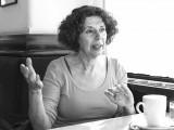 Ein Porträt der Schriftstellerin Esther Dischereit.