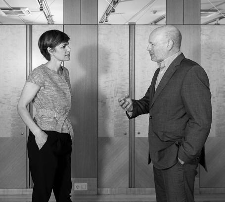 Frau Ministerin Tausendsassa Peter Menasse im Gespräch mit Pamela Rendi-Wagner